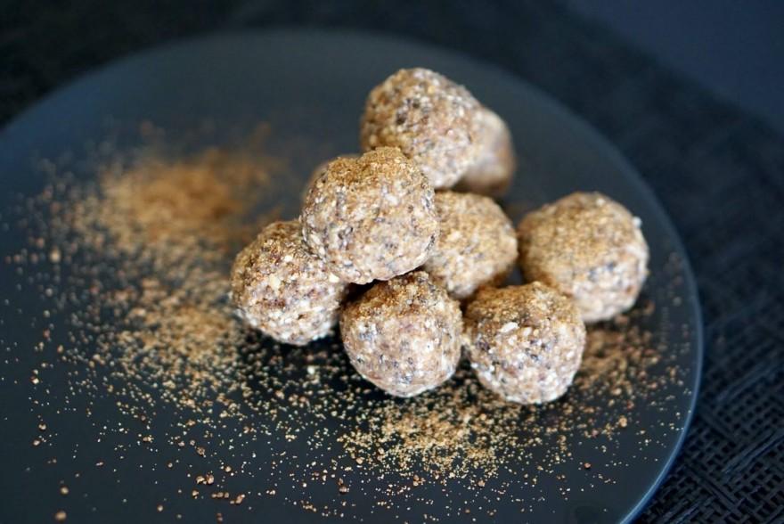 Hazelnut & Almond Balls